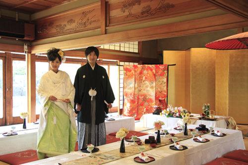 男性の紋付き袴と女性の白無垢イメージ 3